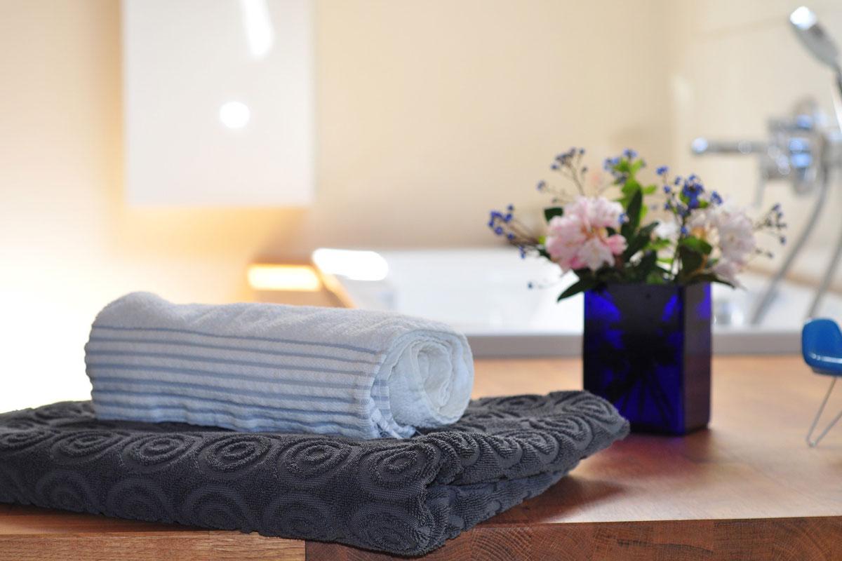 Badezimmer im skandinavischen Einrichtungsstil - wohnadresse.at