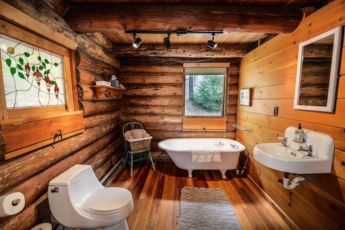 Holzboden im Badezimmer - wohnadresse.at